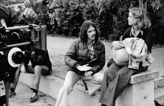 John Carpenter con Jamie Lee Curtis durante la filmación de Halloween