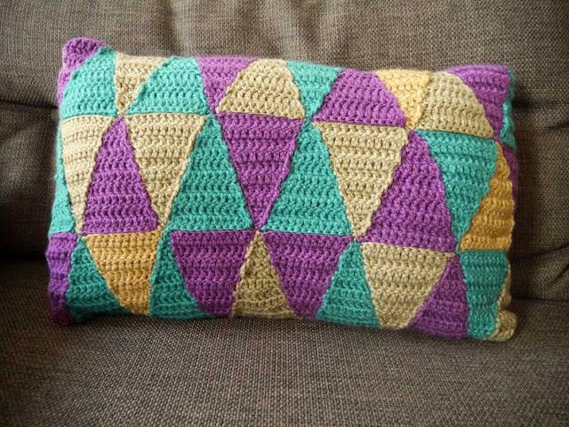 coussin motif losange au crochet