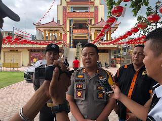 Kapolres Kota Tanjungbalai  AKBP Irfan Rifai saat memantau perayaan imlek.