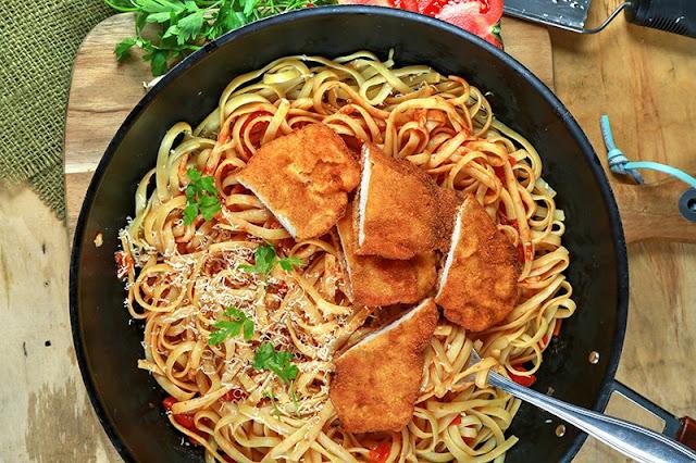 دجاج مع الباستا من المطبخ الإيطالي