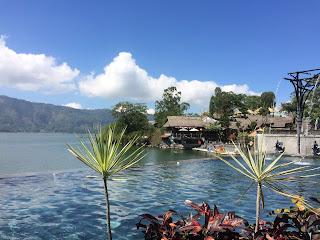 Sensasi Mandi Air Panas Dengan View Gunung dan Danau Batur
