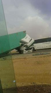 حادث تريلا على الطريق الصحراوي