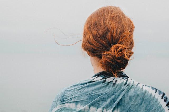 Come gestire i capelli ricci quando piove