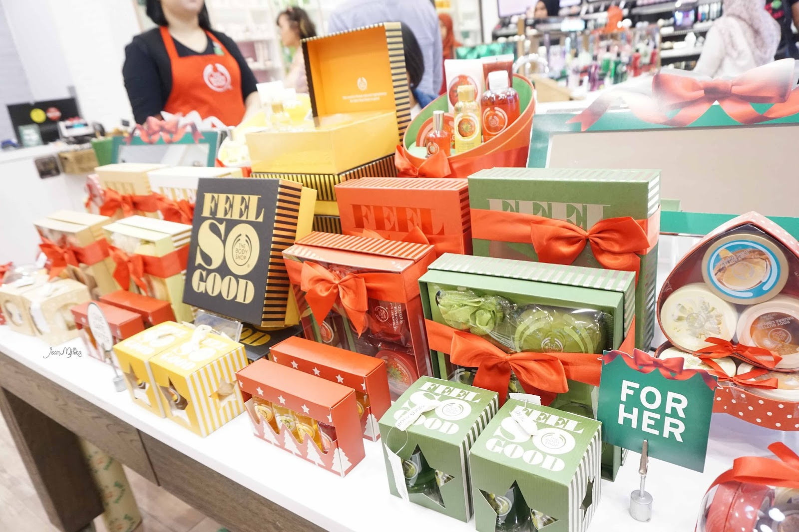 the body shop, body shop, christmas, christmas gift, gift, holiday, gifts. exclusive preview