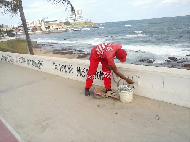 Protesto burro que só serve mesmo para sujar o bairro