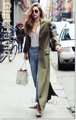 ジジ・ハディッド(Gigi Hadid)は、サンデイサムウェア(Sunday Somewhere)のサングラス、ジマーマン(Zimmermann)のコート、レイルズ(Rails)のリブニット、サンドロ(Sandro)のジーンズ、トムフォード(Tom Ford)のバッグ、ニコラスカークウッド(Nicholas Kirkwood)のミュールを着用。