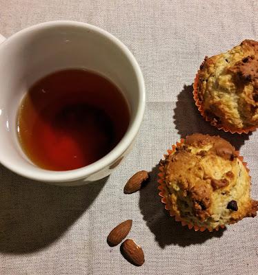 Muffins alla ricotta con mandorle e gocce di cioccolato