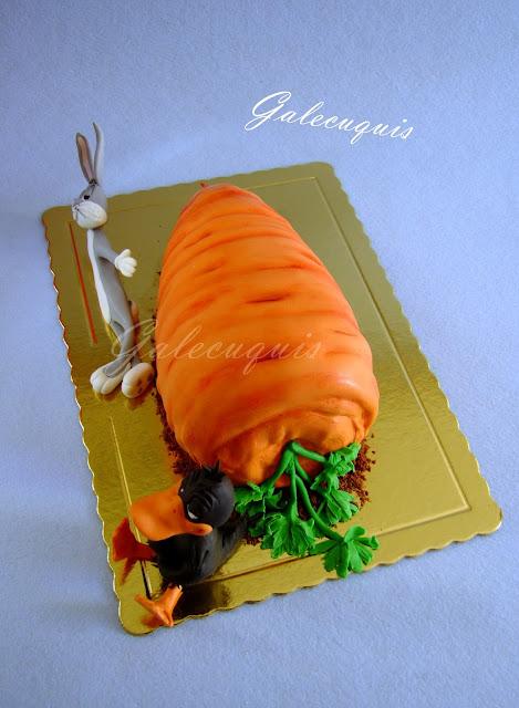 Tarta de zanahoria en forma de zanahoria
