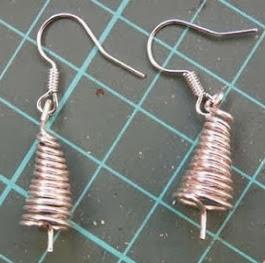 http://portaldemanualidades.blogspot.com.es/2011/12/manualidades-de-bisuteria-aretes.html