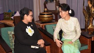 Menlu RI dan Aung San Suu Kyi
