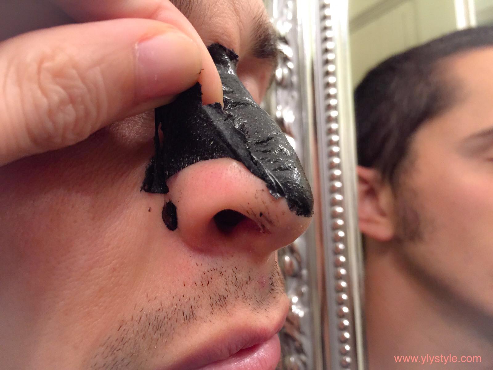 Maschera da infiammazioni su un lievito di faccia