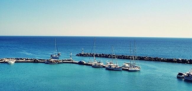 Santorini ports