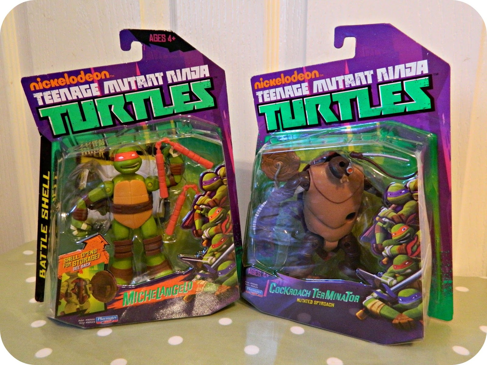 Teenage Mutant Ninja Turtles Cockroach and Battle Shell Michelangelo Action Figures