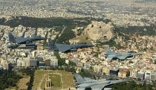 Μαχητικά αεροσκάφη πέταξαν πάνω από την Ακρόπολη