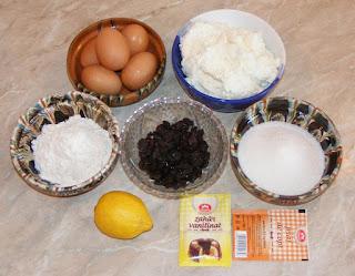 ingrediente pentru pasca fara aluat preparata de pasti, retete culinare cu oua faina zahar stafide si branza de vaci,