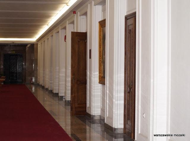 korytarz Warszawa Warsaw Świętokrzyska warszawska architektura gmach ministerialny lata 50 wykończenie wnętrz
