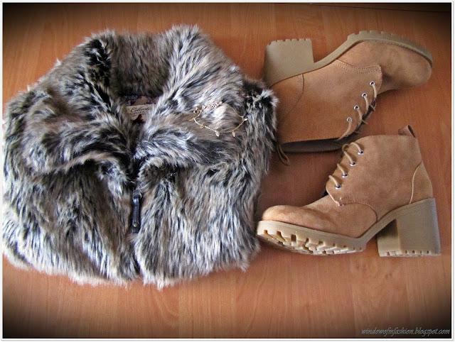 kamizelka, buty, biżuteria