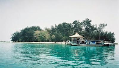 Pulau Semak Daun