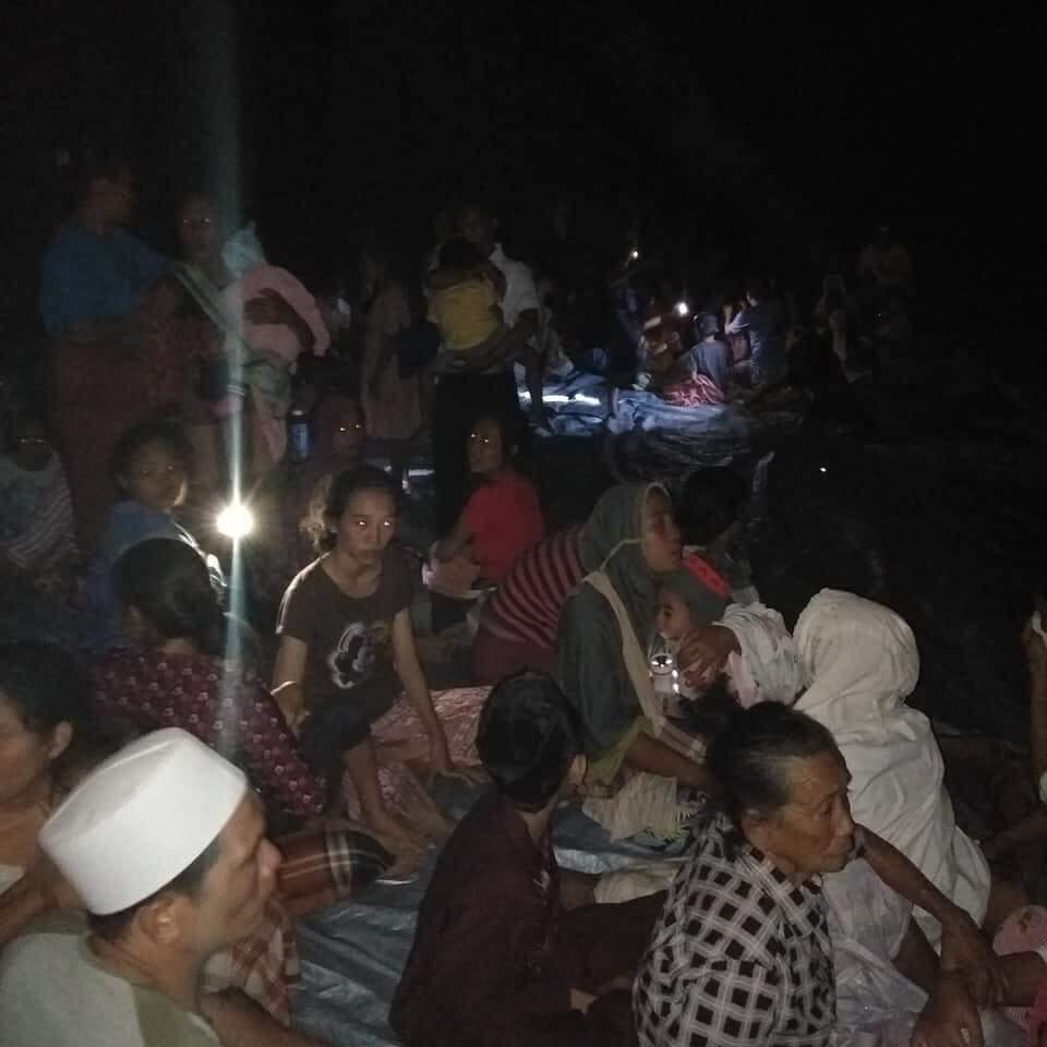 Gempa Lombok Potensi Tsunami Bmkg Jauhi Bibir Pantai Metro Online Rumah Untuk Keluarga Warga Dievakuasi Keluar