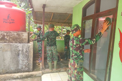 Satgas TMMD Bersihkan Mushola Al Ikhlas di Desa Margaluyu
