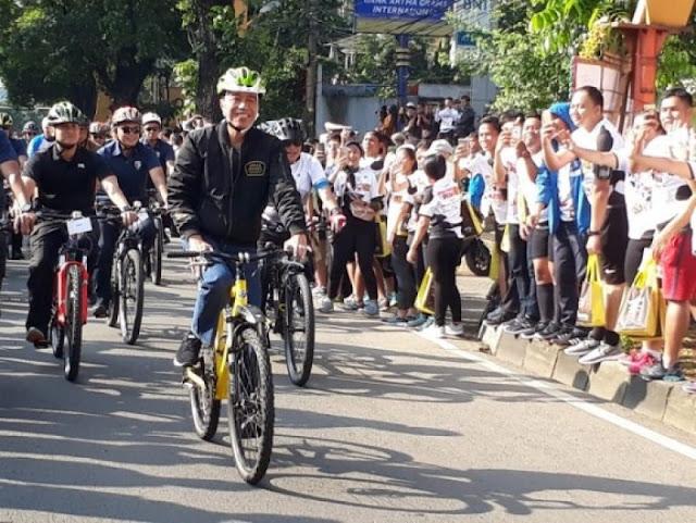 Tak Diundang Reuni 212, Jokowi Ngowes Sepeda di Bogor