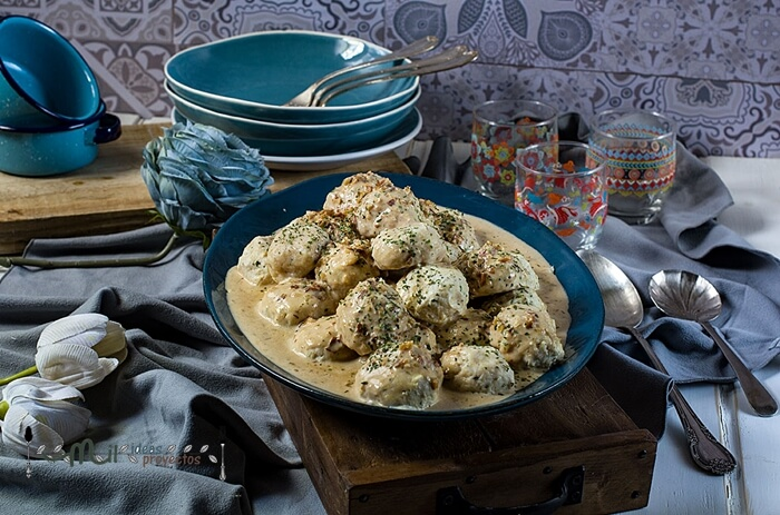 albondigas-pollo-salsa-almendras2