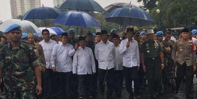 Teriakan Takbir Sambut Presiden Jokowi di Monas