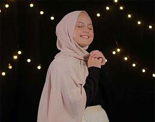 Putri Isnari Berhijab