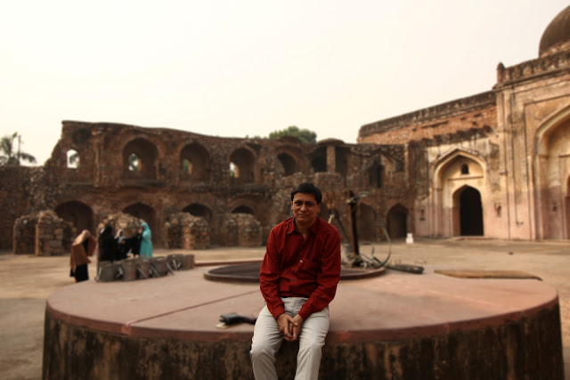 Akbar book author Shazi Zaman at khairal manazil mosque,New Delhi-2