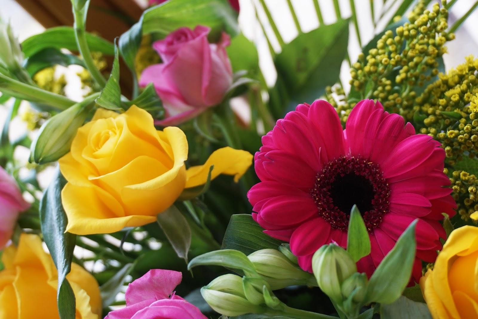 Blumengruß von FloraQueen Blumenversand