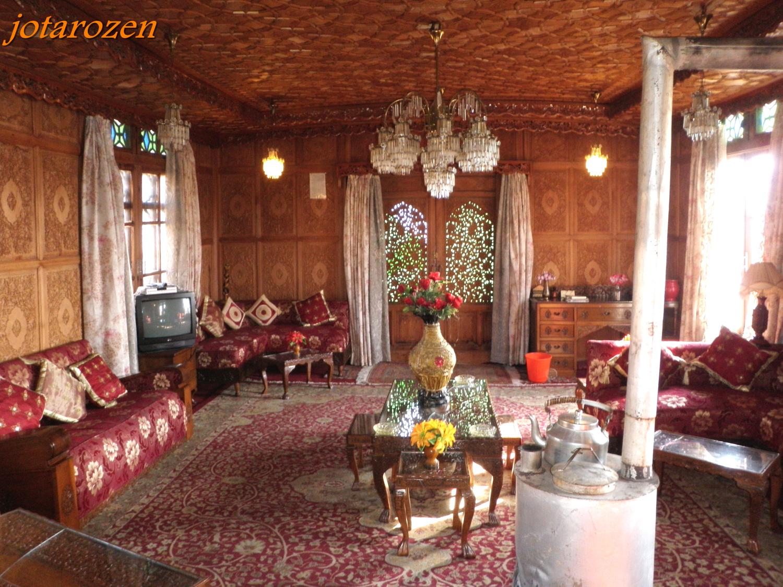 Footsteps   Jotarou0027s Travels: Intoxicating India 2013   Kashmiri Houseboat