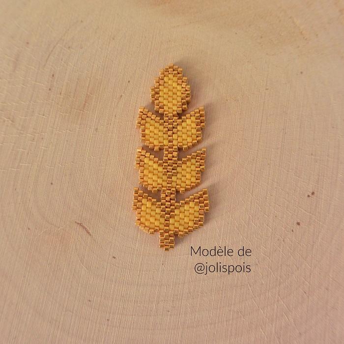 Epi de blé en Miyuki, d'après un modèle de Jolis Pois, tissé en brickstitch par Hello c'est Marine