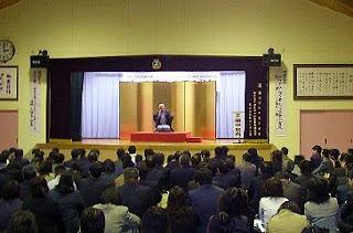 三遊亭楽春のコミュニケーション術講演会の風景。