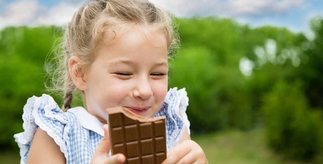 خبيرة تغذية: هذا هو تأثير الشوكولاتة على طفلك!