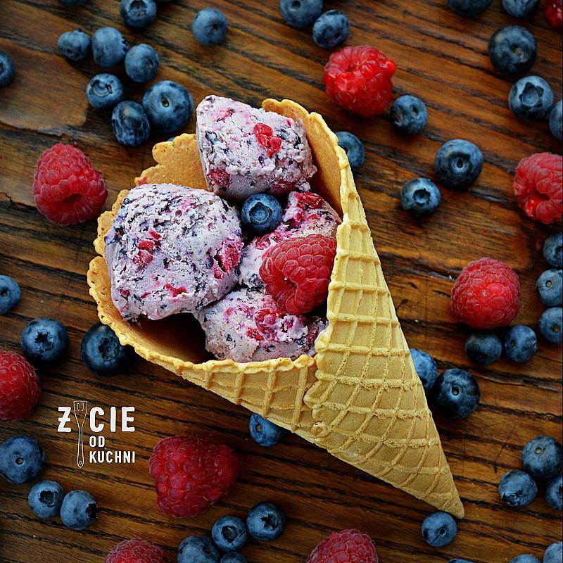 lody, lody jagodowe, lody borowkowe, lody z malinami, lody owocowe, lody domowe, jak zrobic lody, lody bez jajek, lody bez maszyny, zycie od kuchni