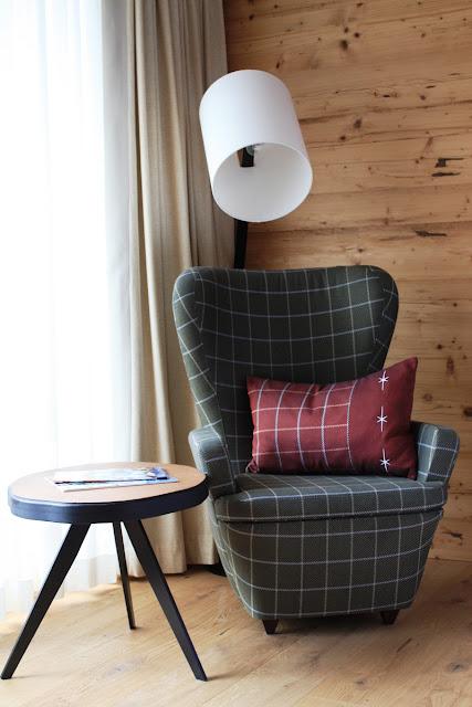 Die Mischung macht's: Holz und Loden in Grün und Rot © Copyright Monika Fuchs, TravelWorldOnline