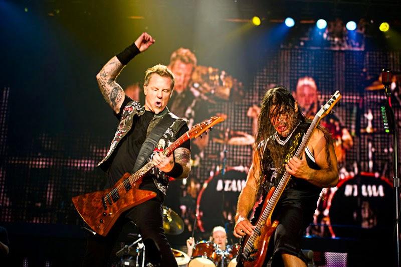 Metallica performs live