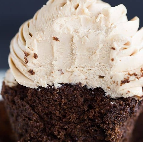 MOCHA CUPCAKES WITH ESPRESSO BUTTERCREAM FROSTING #dessert #sweet