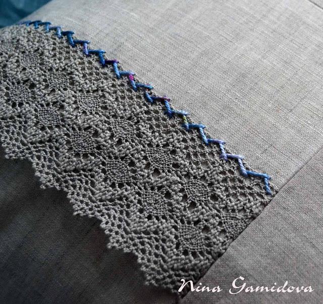 Как украсить подушку кружевом.