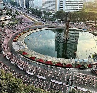Suasana aksi Pemecahan Guinness World Record tari POCO POCO dikawasan silang Monas thamrin dan Dukuh atas pagi ini.
