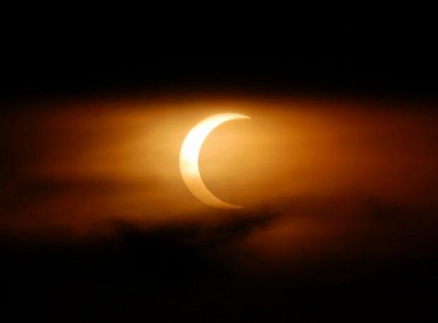 Irsan Arifin: Gerhana Bulan dan Matahari