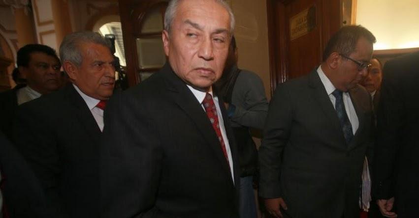 UNA VEZ MÁS, VIDEOS DESMIENTEN A PEDRO CHÁVARRY: Exfiscal acompañó a personal que sustrajo documentos de oficina