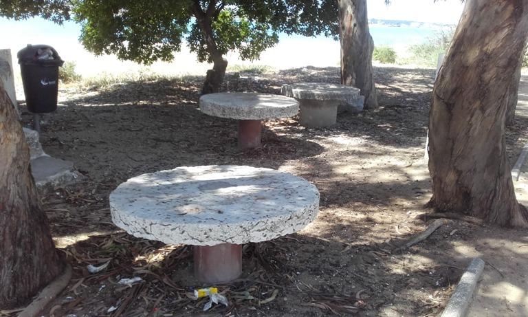 Mesa de piquenique de pedra