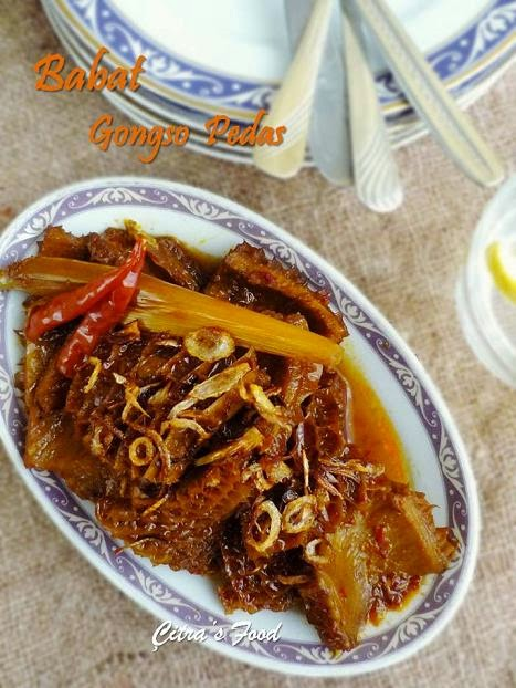 This Babat Gongso (İndonesian stir fry tripe) is not as popular as Rendang (meat cooked in coconut milk) or nasi goreng (fried rice) or even Bakso (Indonesian meatball with soup), but it's significantly known especially in Semarang and Solo city middle Java called Nasi babat. #beeftripe #İndonesianfood #offalrecipe #maindish #babatgongso #masakannusantara