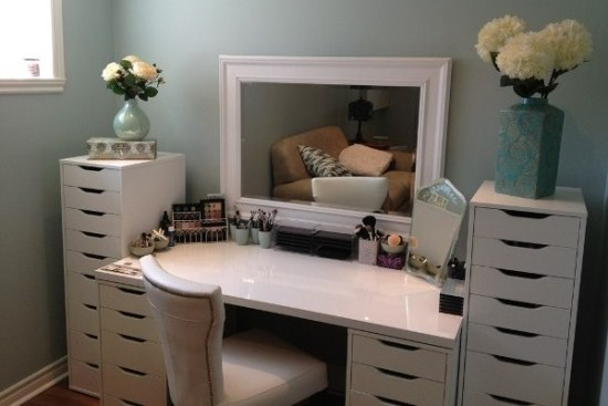 Classy-White-Makeup-Vanity-Table 20 Unbelievable Make-up Self-importance Desk Concepts Interior