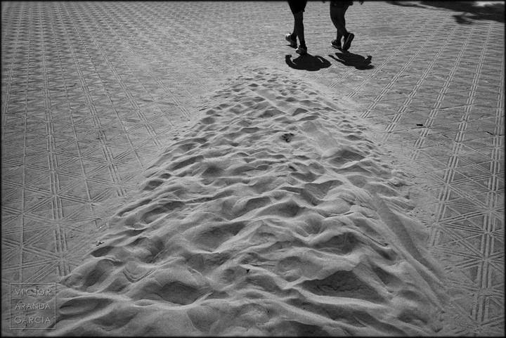 serie,arte,fotografia,valencia,limites,suelo,baldosas,sombras,arena,playa,pisadas