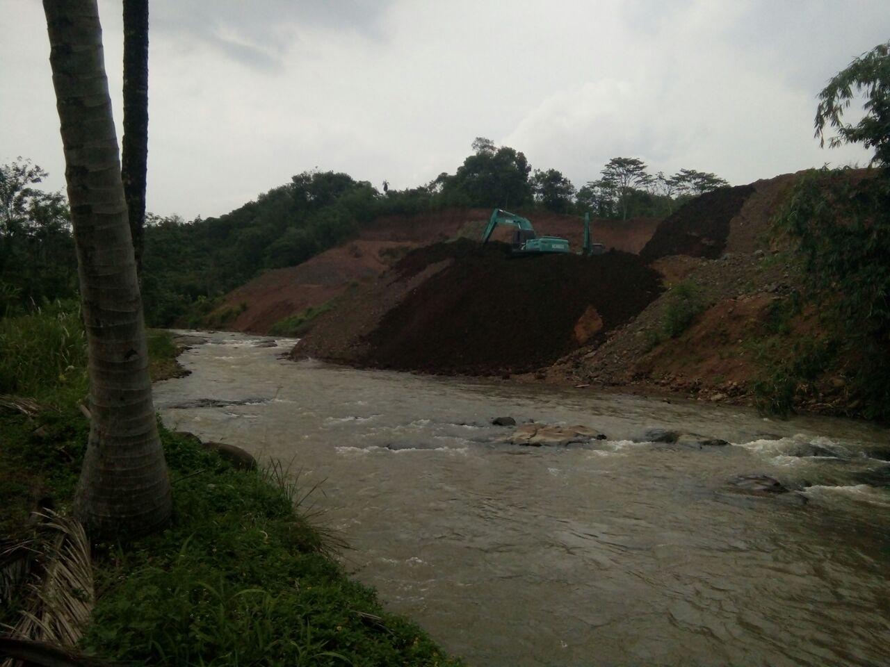 Penambangan Batu Desa Sikipi Menyalahi Amdal