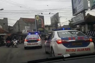 Anggota PJR saat mengejar pencuri truk di Harugeulis, Kabupaten Indramayu, Jawa Barat, Kamis (18/1/2018). Foto/Istimewa.