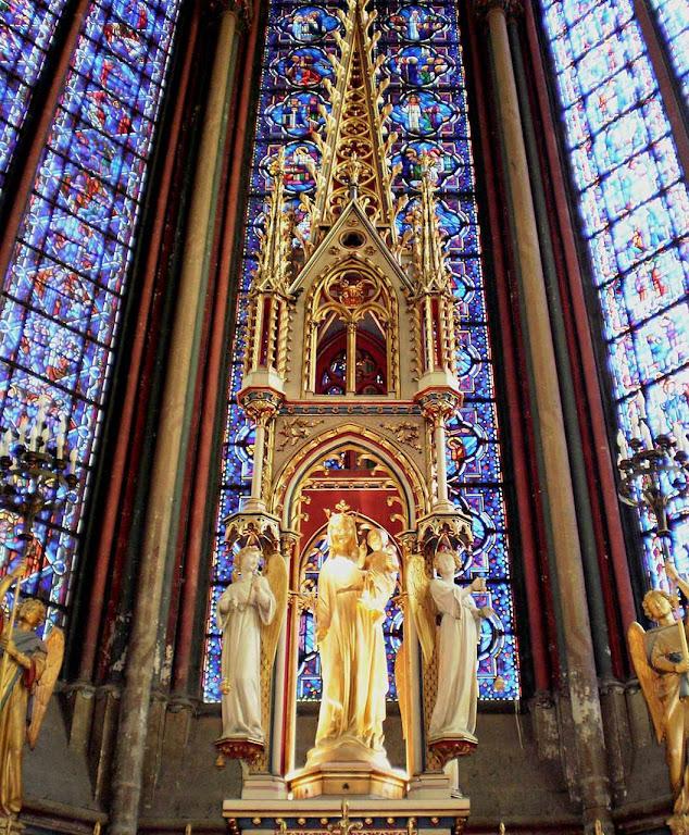 Nossa Senhora de Amiens, em sua catedral.