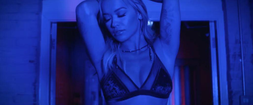 Foto del lato (B)ello di Rita Ora, in HD prese dallo spot Tezenis 2016